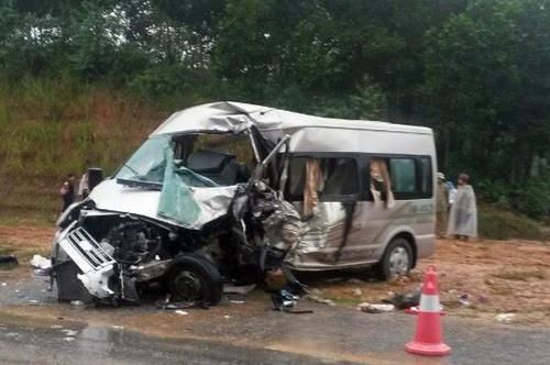 Hiện trường vụ tai nạn trên cao tốc Nội Bài- Lào Cai. Ảnh Vnexpress
