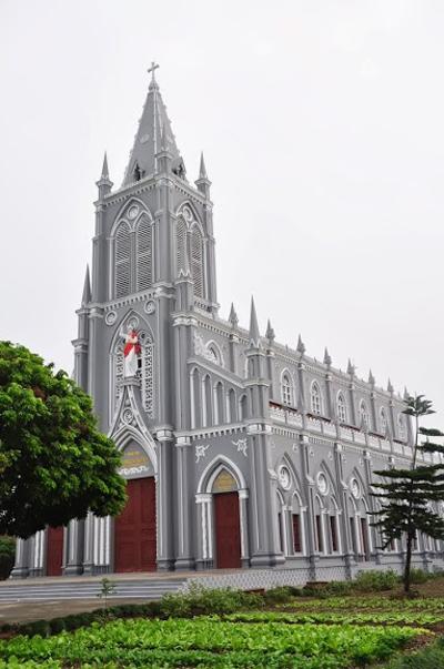 Nhà thờ Vạn Lộc. Ảnh: Svbuichu.