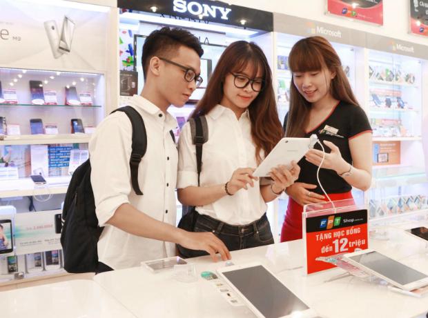 Lần đầu tiên khách hàng được ưu đãi trả góp 0% cho iPhone 6. Ảnh: FPT Shop.