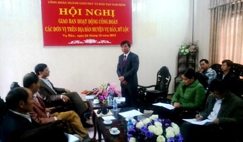 Chủ tịch Công đoàn GD tỉnh Nam Định Phạm Văn Quyến phát biểu tại hội nghị Chủ tịch Công đoàn GD tỉnh Nam Định Phạm Văn Quyến phát biểu tại hội nghị