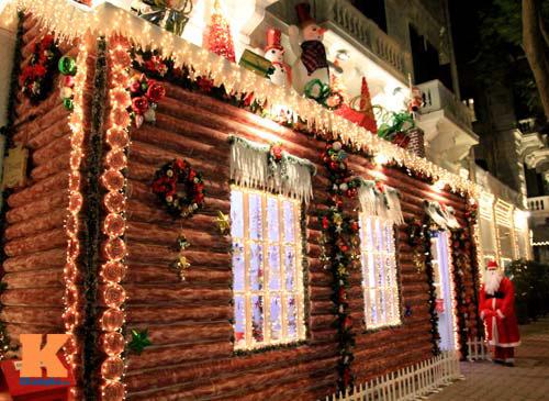 Khách sạn Metropole trang hoàng dịp lễ Giáng sinh.
