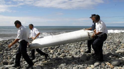 Phần cánh phụ của MH370 được tìm thấy trên đảo Reunion. Ảnh: NBC News