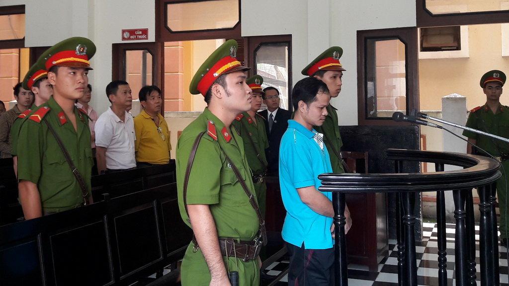 Tại tòa, bị cáo Võ Văn Minh cho rằng mình bị cài bẫy khi Tân Hiệp Phát vừa hẹn giao tiền vừa báo công an - Ảnh: H.Đ