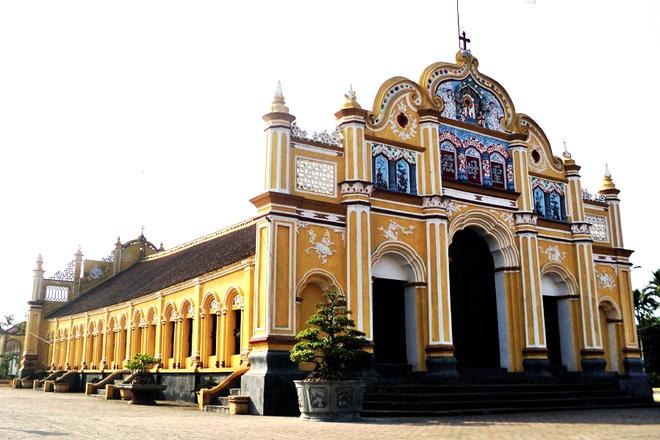 Theo quỹ hỗ trợ nghiên cứu Nhật Bản, sau khi tiến hành khảo sát 1.200 nhà thờ thuộc ba giáo phận Phát Diệm, Bùi Chu và Thái Bình, miền Bắc có hơn 300 giáo đường bằng kiến trúc gỗ lưu giữ đến ngày nay (chiếm 24% tổng số nhà thờ tại Bắc Bộ). Hầu hết đều xây dựng vào thời Pháp thuộc.
