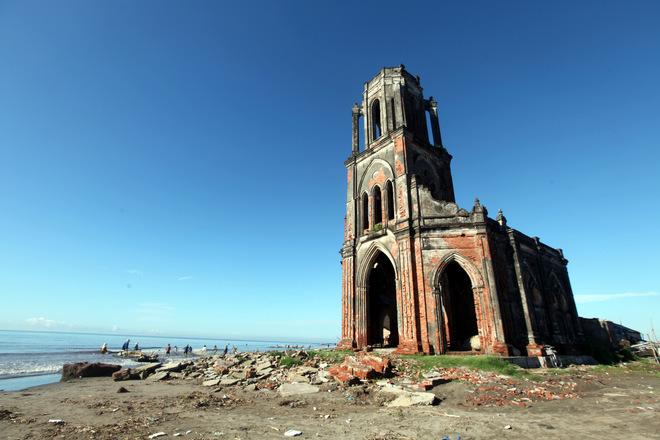 Trước đây, ngay bên bờ biển Xương Điền, xã Hải Lý, huyện Hải Hậu này là một quần thể gồm nhiều nhà thờ lớn nhỏ.