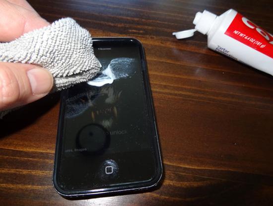 Tổng hợp những tuyệt chiêu xóa vết xước trên điện thoại