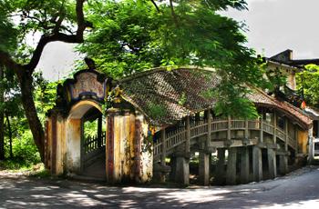Cầu ngói chùa Lương