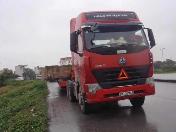 Ông Đặng Văn Trung cho biết xe chở kiện hàng nặng 56 tấn