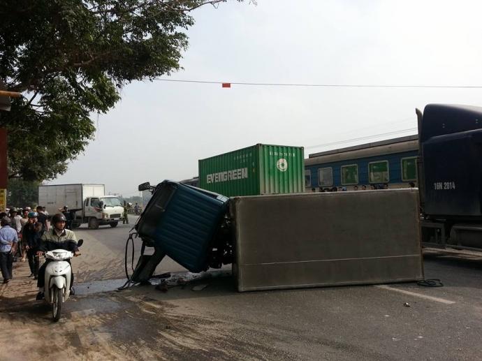 Hiện trường vụ tai nạn khiến 2 người thương nặng.