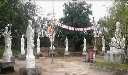 Vườn tượng nơi thờ 12 vị sư đã anh dũng hy sinh