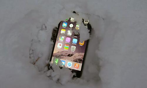 Hàng loạt iPhone tự động tắt nguồn do trời quá lạnh