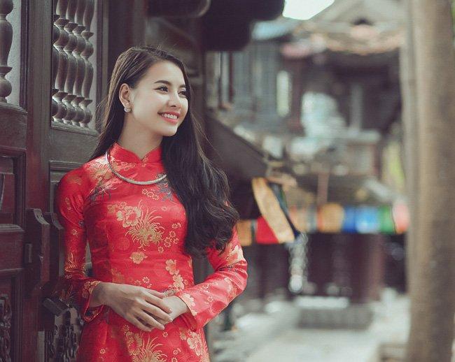 Duyên Vũ, cô gái Nam Định rạng rỡ trong áo dài gấm du xuân