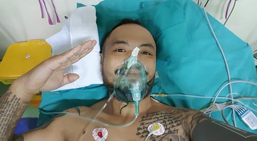Hình ảnh lạc quan của Trần Lập trong những lúc khó khăn khiến nhiều người hâm mộ xúc động.