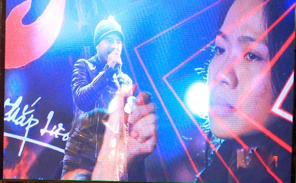Lời chia tay chính thức của Trần Lập với người hâm mộ chính là đêm nhạc không thể nào quên mang tên Đôi bàn tay thắp lửa vào tháng 1.2016.