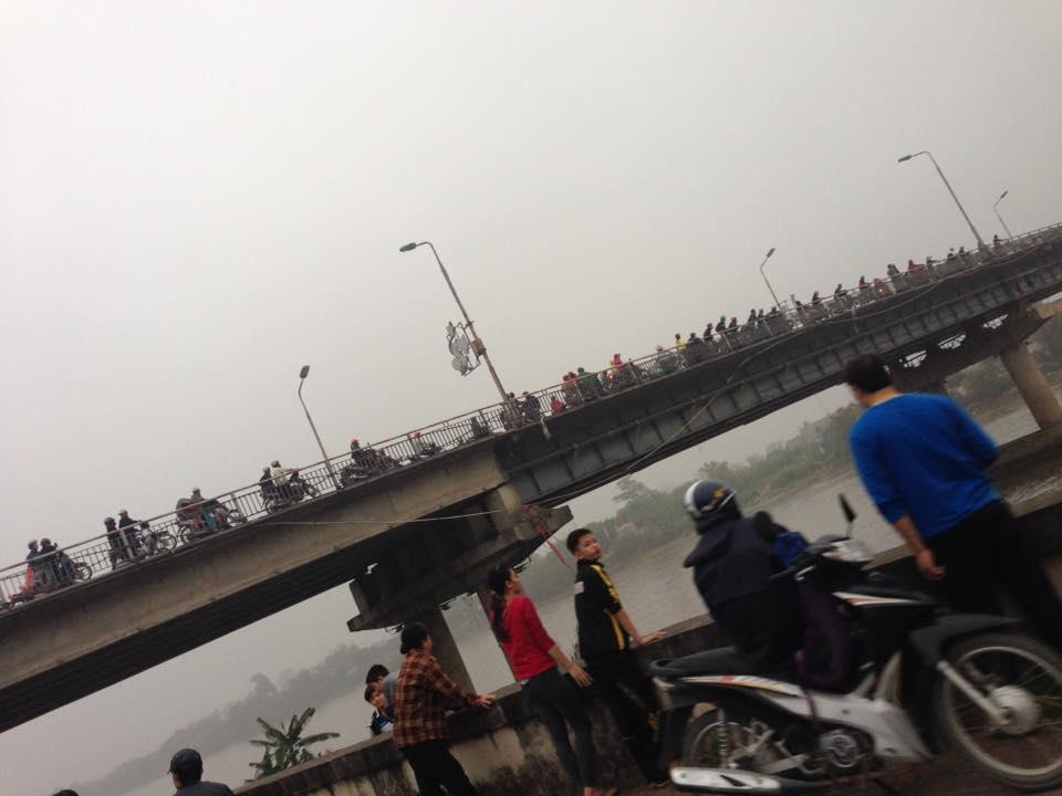 Nạn nhân là nữ giới đã nhảy từ trên cầu Đò Quan xuống sông Đào nam định