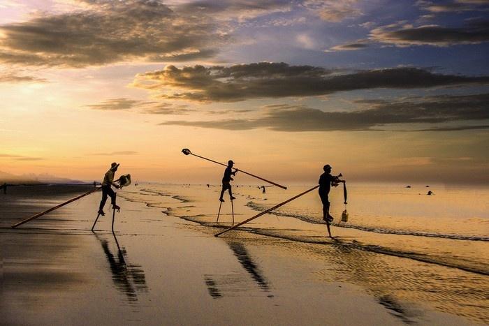 Đánh cá trên cà kheo là cả một nghệ thuật - Ảnh: Lê Bích