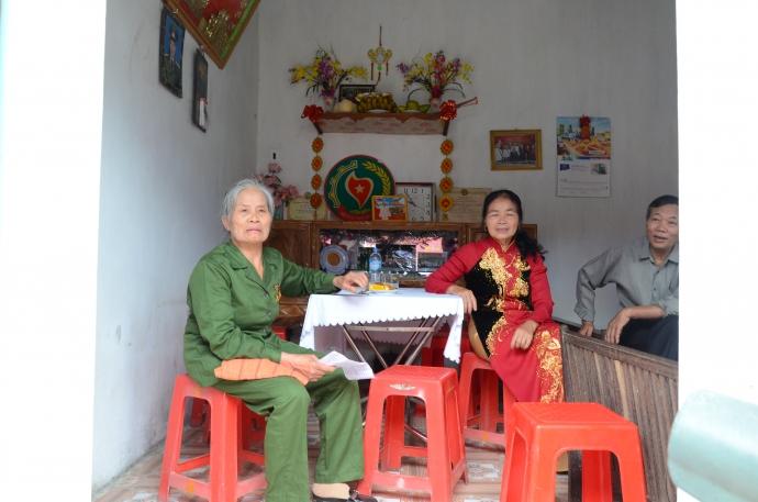 Cựu TNXP Vũ Thị Xuân phấn khởi trong căn nhà mơ ước.