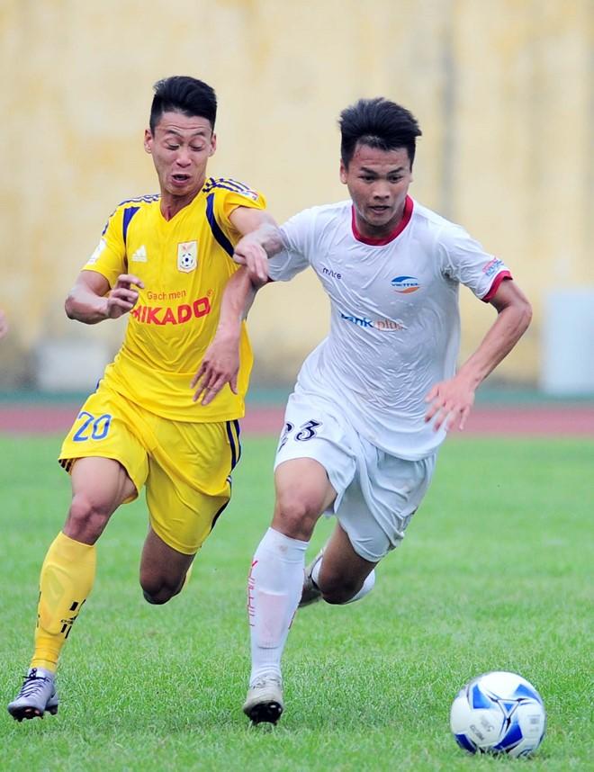 Viettel (áo trắng) không thể tận dụng lợi thế sân nhà để thắng Nam Định như kỳ vọng. Ảnh: Quốc Bảo