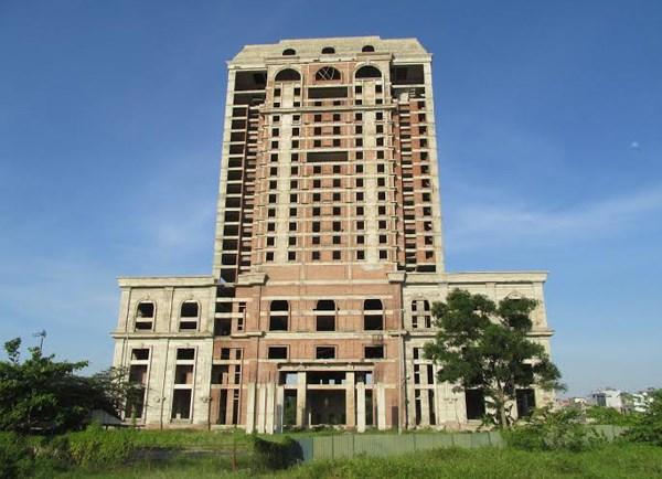 Dự án này được xây dựng trên diện tích 35.000 m2, với 216 phòng nghỉ và căn hộ cao cấp, khởi công vào năm 2005. Dự kiến sau khi hoàn thành năm 2012, tổ hợp này là khách sạn lớn nhất tại thành phố Nam Định. Mặc dù được khởi công từ 2005 và dự kiến đi vào hoạt động năm 2012 nhưng hiện nay tòa nhà vẫn bỏ hoang.