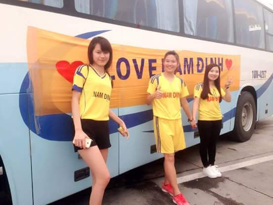 Những cổ động viên cuồng nhiệt của đội bóng Thành Nam