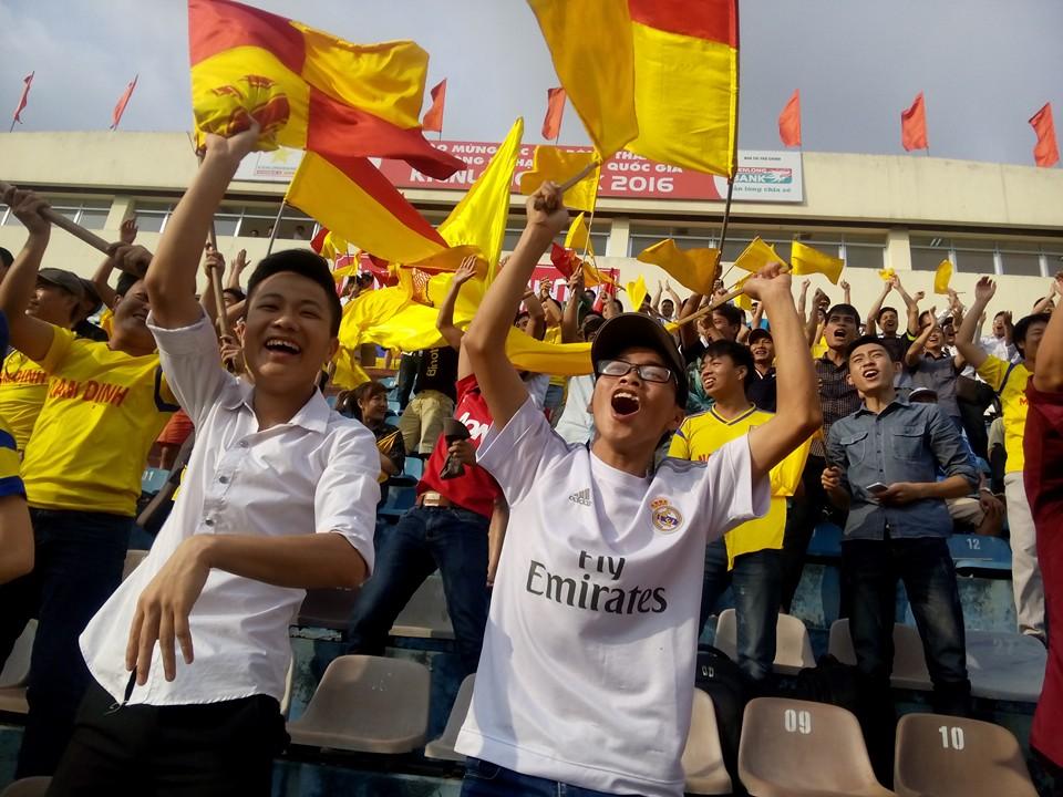 Khi tỉ số là 1 - 0 cho Nam Định