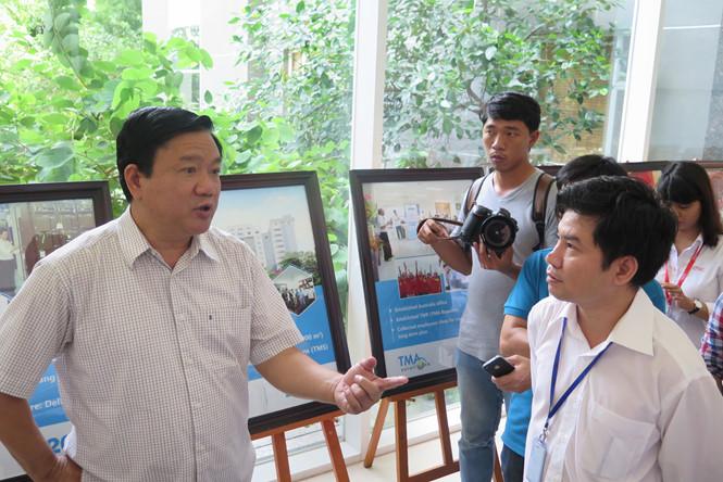 Bí thư Đinh La Thăng thăm một doanh nghiệp nằm trong QTSC