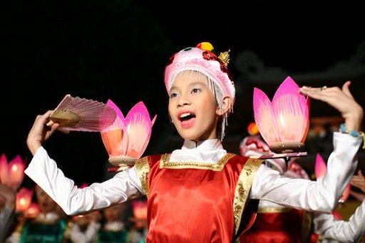Vũ công múa bông - Ảnh sưu tầm