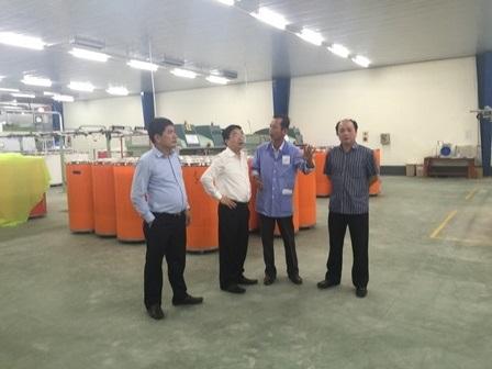 Ban lãnh đạo Vinatex dự lễ đón lô sản phẩm đầu tiên tại Nhà máy sợi Vinatex Nam Định.