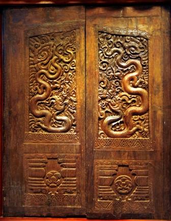 Bộ cánh cửa chùa Phổ Minh thời Trần thế kỷ XIII
