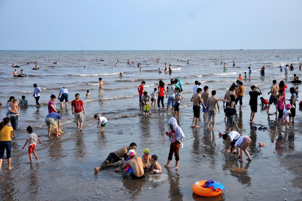 Bãi tắm Quất Lâm luôn là điểm đến lý tưởng của nhiều người mỗi khi bước vào hè.
