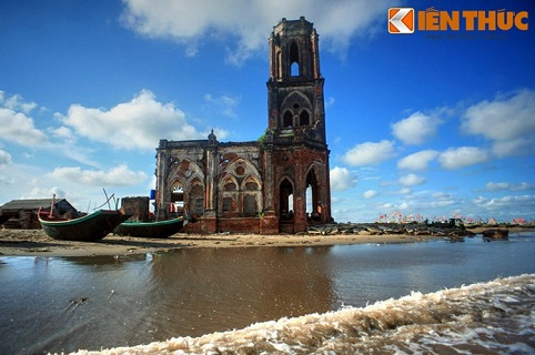 Trong cơn bão số 7 năm 2005, nhà thờ Trái Tim đã bị phá hủy nặng nề và trở thành phế tích kể từ đó đến nay.