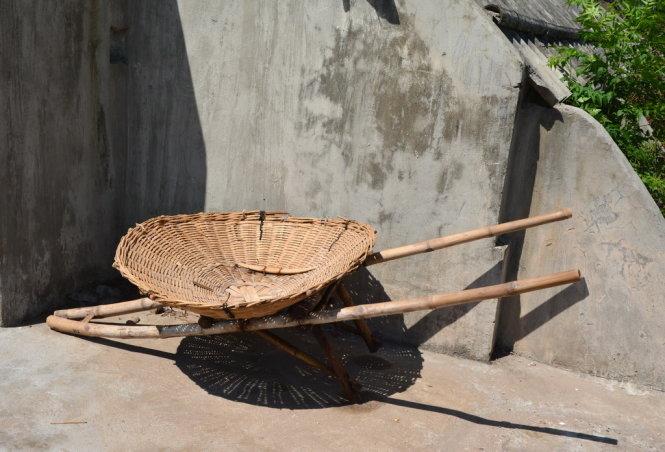 Xe rùa - công cụ của người làm muối -Ảnh: Phạm Tô Chiêm