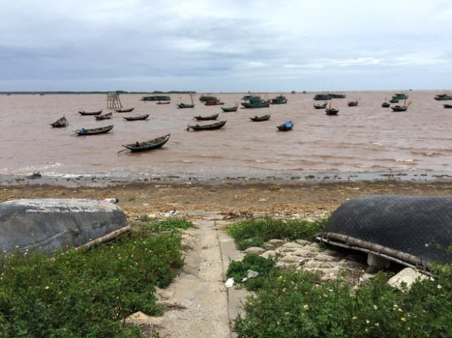 Bến thuyền đánh cá trong đêm Giao Hải. Ảnh: Giang Nguyên.