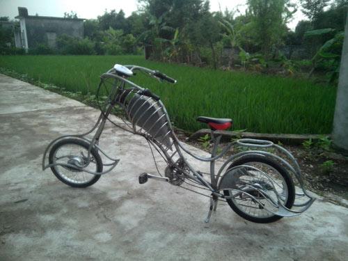 Chiếc xe đạp độ theo phong cách chopper của hai thợ cơ khí tại Nam Định