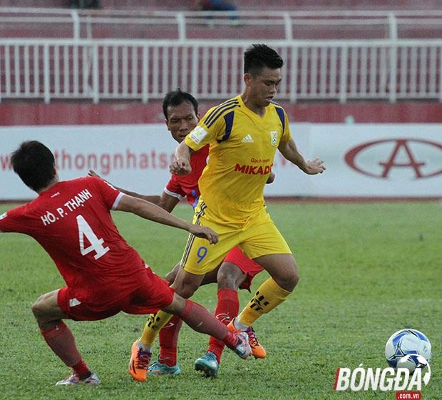 Chủ nhà Nam Định và đội khách TP.HCM đều hướng đến mục tiêu 3 điểm để nắm giữ ngôi vị số 1 trên bảng xếp hạng. Ảnh: Đình Viên.