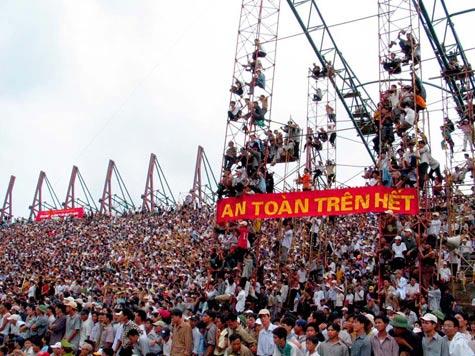 Thiên Trường của trận đấu giữa Nam Định với Hoàng Gia Lai mùa bóng 2003 V-League: 1 1985 Cúp bóng đá Việt Nam: 1 2007 Giải vô địch bóng đá U21