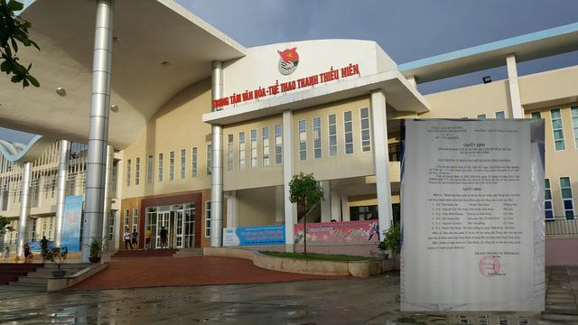 Trung tâm văn hóa thể thao thanh thiếu niên tỉnh Nam Định. Quyết định 150 mà ông Trần Đăng An cho biết không phải là chữ ký của mình (ảnh nhỏ). Ảnh: P.B