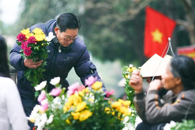 Ở thành Nam hầu như nhà nào cũng cắm hoa, cho dù ngày thường hay lễ Tết