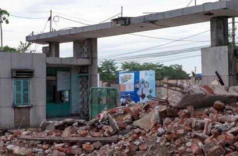 TS Phạm Sỹ Liêm nhấn mạnh đến những sai lầm của Hà Nội từng mắc phải để lưu ý việc phá dỡ nhà máy dệt Nam Định xây dựng đô thị.