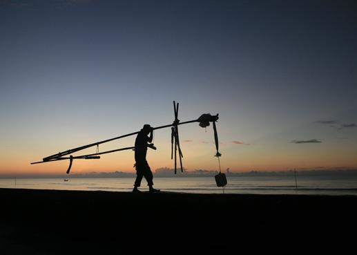 Buổi sáng trên biển Thịnh Long.