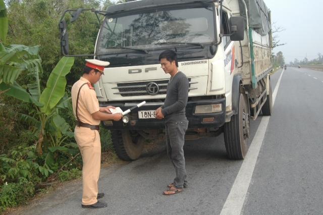 CSGT Công an tỉnh Nam Định tuần tra, kiểm soát đảm bảo TTATGT trên các tuyến đường.