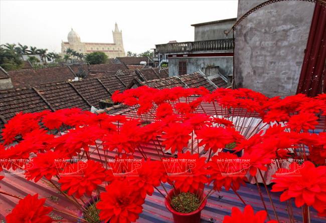 Một góc làng làm hoa lụa truyền thống Báo Đáp.