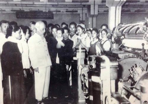 Nhà máy Dệt Nam Định được Bác Hồ đến thăm nhiều lần. Ảnh tư liệu