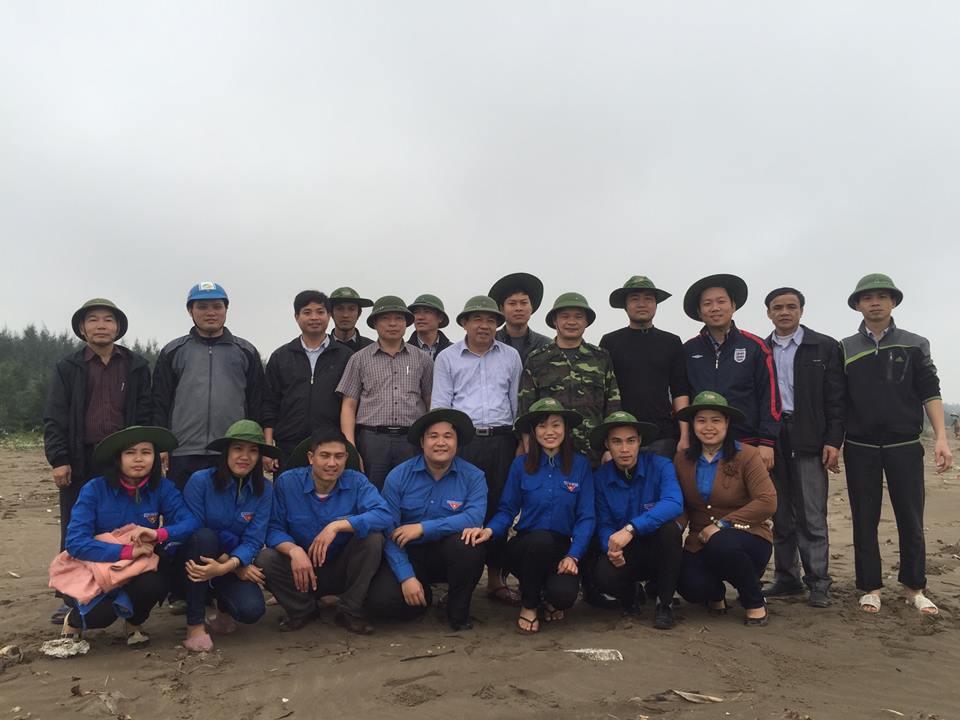 Phó chủ tịch tỉnh Nam Định Bạch Ngọc Chiến (thứ 5 từ phải sang, hàng trên)