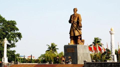 Tượng đài Hưng Đạo Vương ở TP Nam Định. Ảnh: Báo Nam Định.