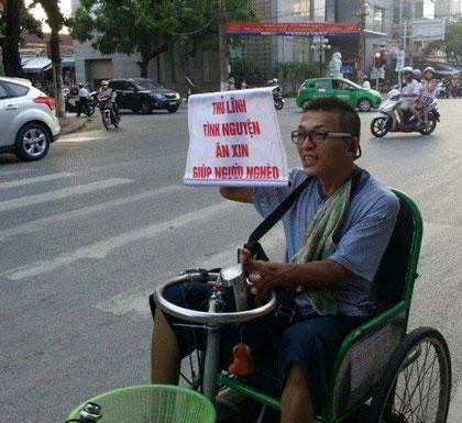 """Hình ảnh """"thủ lĩnh Tân Lỳ"""" ăn xin giúp người nghèo trở nên quen thuộc với người dân Nam Định vài năm nay."""
