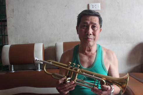 Ông Mạnh và chiếc kèn Trumpet nhỏ.