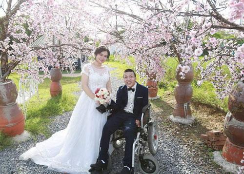 Giang và Tân hạnh phúc trong bộ ảnh cưới.