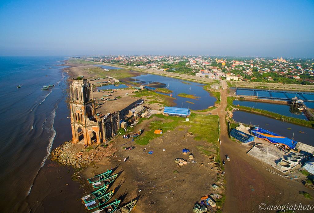 Bình minh trên nhà thờ đổ Nam Định
