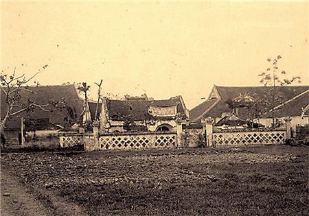 Phía sau toà Vọng Cung của thành Nam Định.